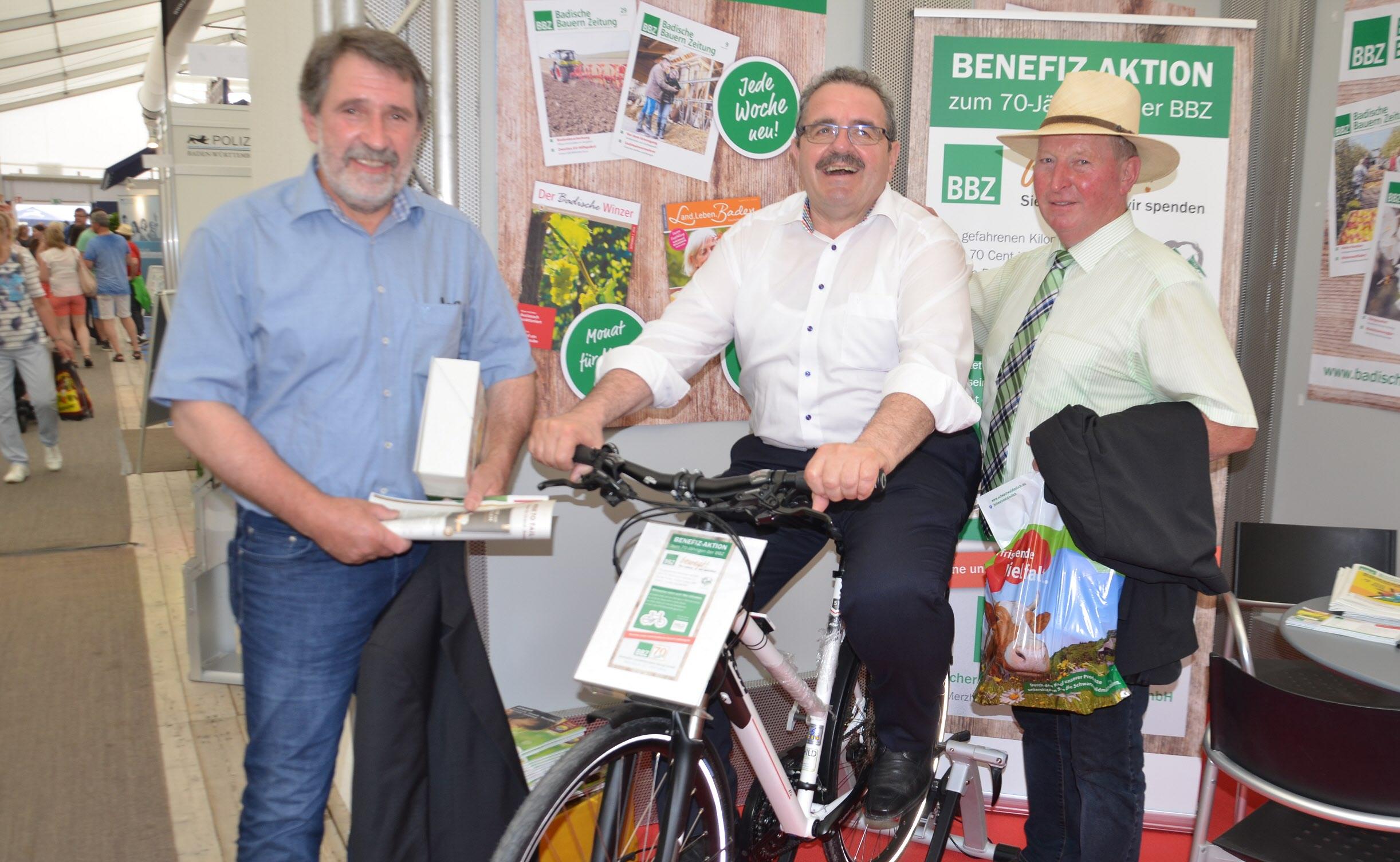 Auch BLHV-Vertreter unterstützten die Aktion, von links: Bernhard Bolkart (Vizepräsident), Karl Rombach (ehem. Vize-Präsident), Frannz Kappeler (Vizepräsident)